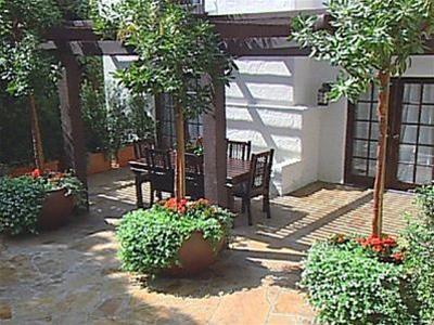 Cách bày trí hợp phong thủy cho sân vườn