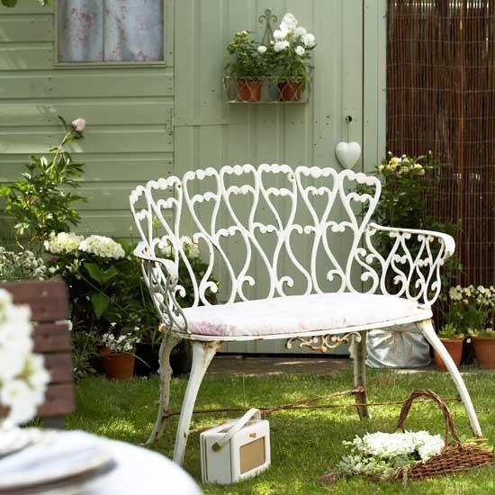Cuộc hẹn lãng mạn bên góc vườn xinh