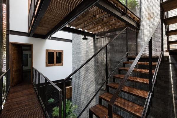 Hệ thống cầu thang giữa các tầng.