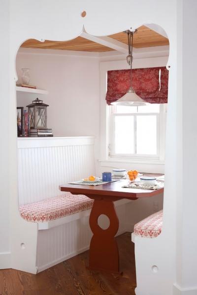 Có thể gói gọn trong một góc thư giãn kín đáo riêng biệt để tạo không gian mang tính ước lệ với bàn ghế thưởng trà và cửa sổ nhỏ xinh.