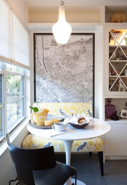 Chỉ cần đặt một bộ bàn ghế nhỏ cực chất trong góc tường làm nơi thưởng thức tách cà phê trước khi đi làm vào buổi sáng.