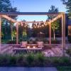 Trang trí với dàn đèn chiếu sáng tạo sức hút lãng mạng cho khu vườn
