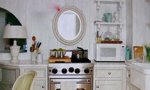 Treo gương trong bếp có phạm cấm kỵ phong thủy gì không?